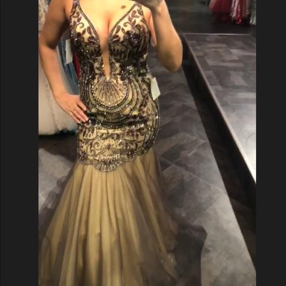 76c3336cac43 Prom Galla dress brand new never worn